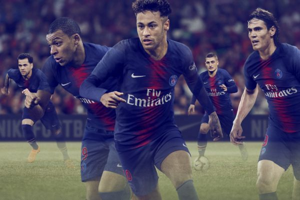 Neymar Jr leads the PSG team in the new home kit with Mbappe, Veratti, Cavani and Dani Alves