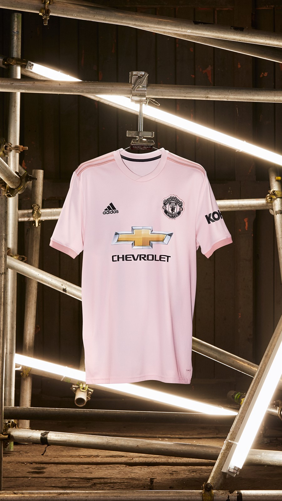 Manchester United Pink Away Jersey 2018/19