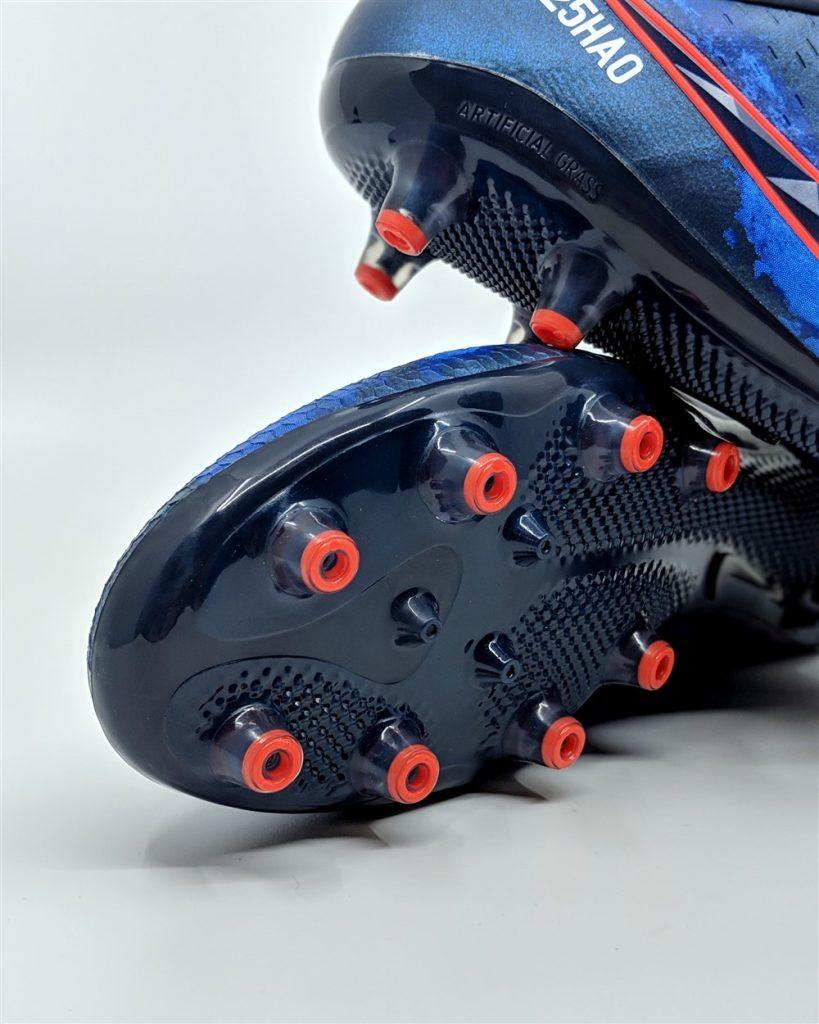 Nike PhantomVNM Elite Review AG conical stud pattern