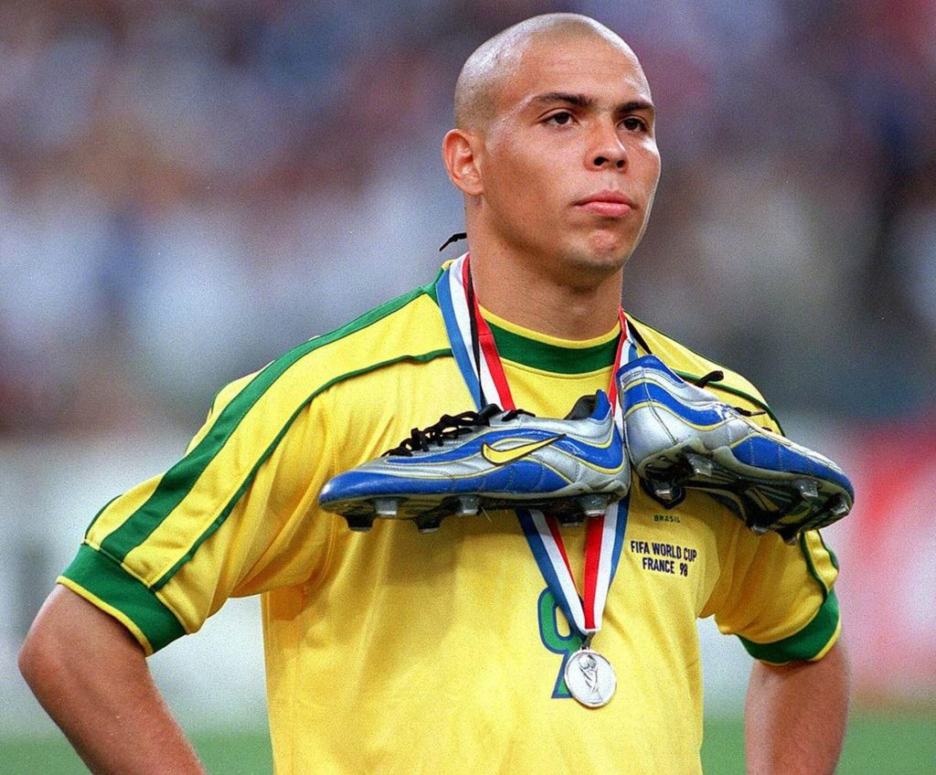Ronaldo fenomeno 1998 world cup nike mercurial