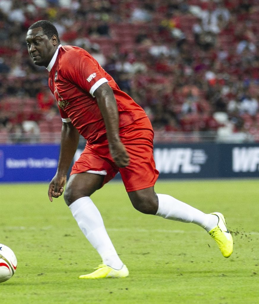 battle of the reds - liverpool manchester united singapore legends emile heskey