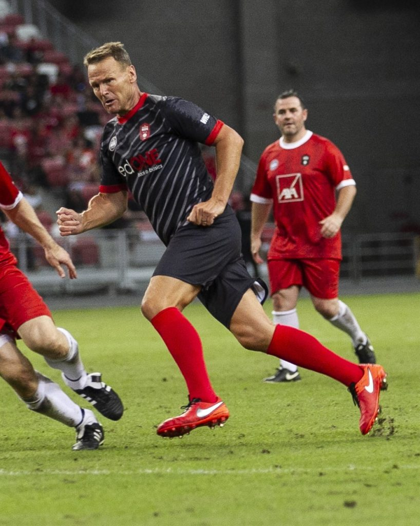 battle of the reds - liverpool manchester united singapore legends sheringham