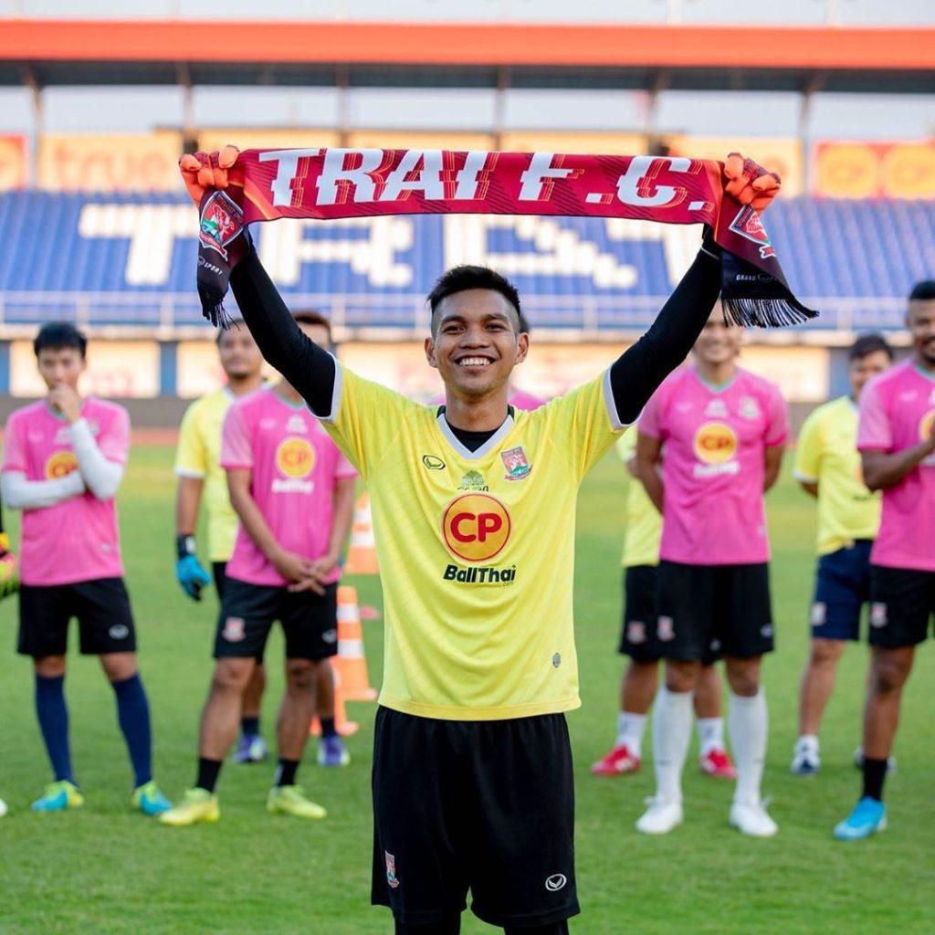 Izwan Mahbud signs for Trat FC