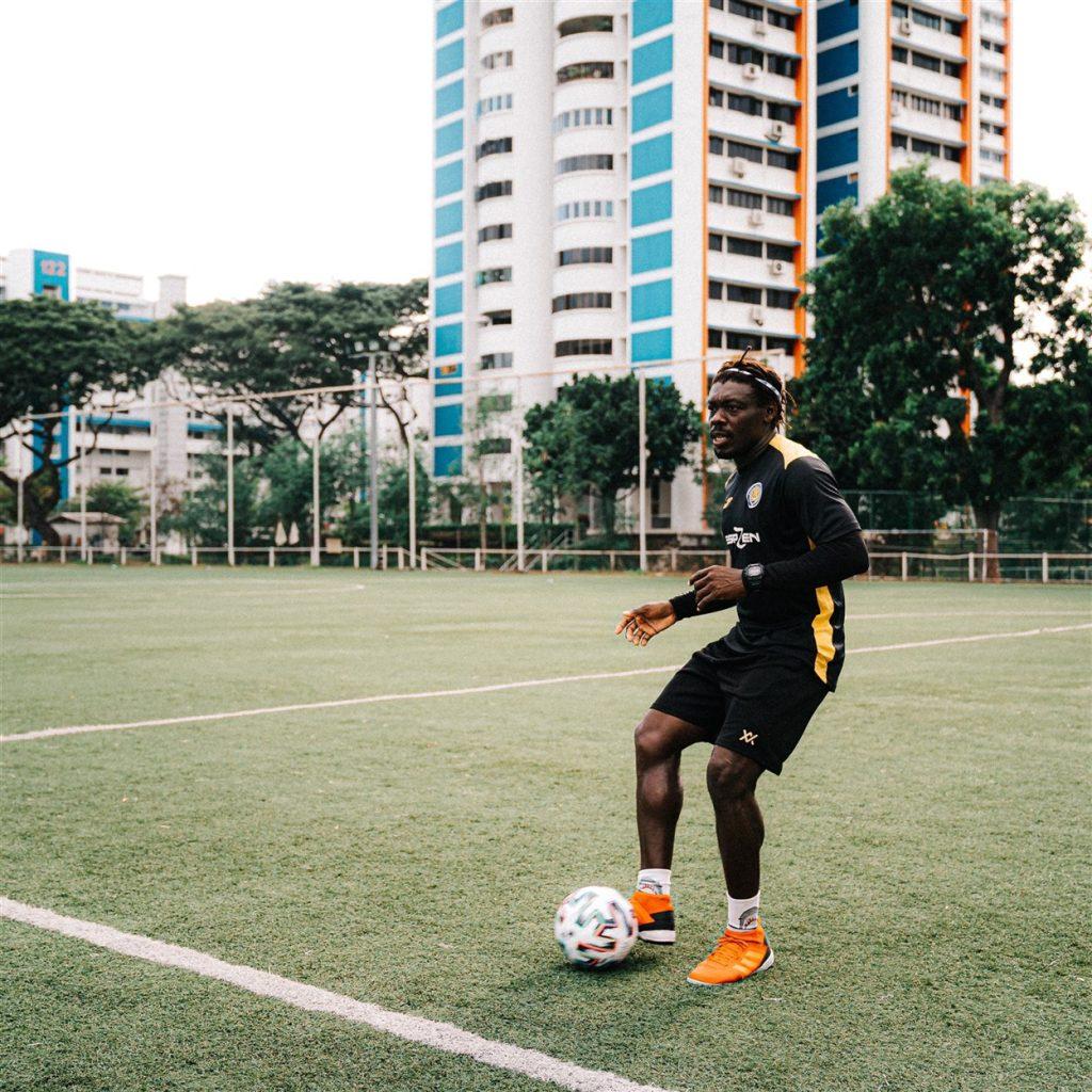 how improve passing in football - coach dennis ikogho espzen soccer school - always look up