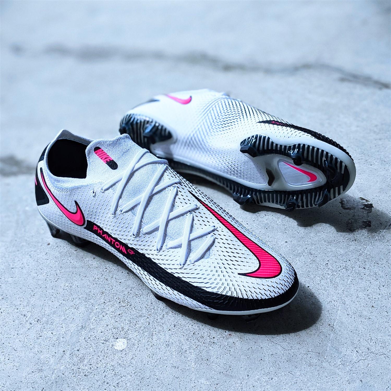 Nike Phantom GT football boot soccer cleat reviews