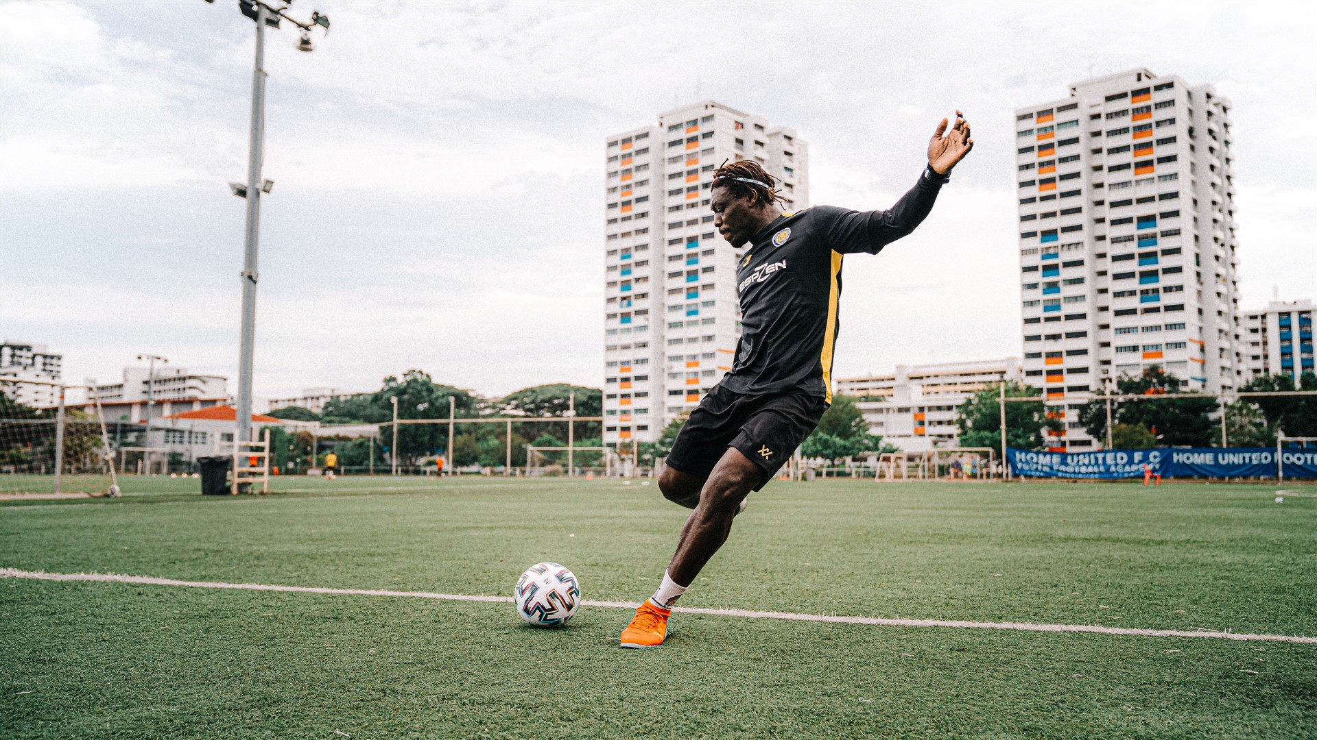 How to strike the ball - Dennis Ikogho ESPZen soccer school