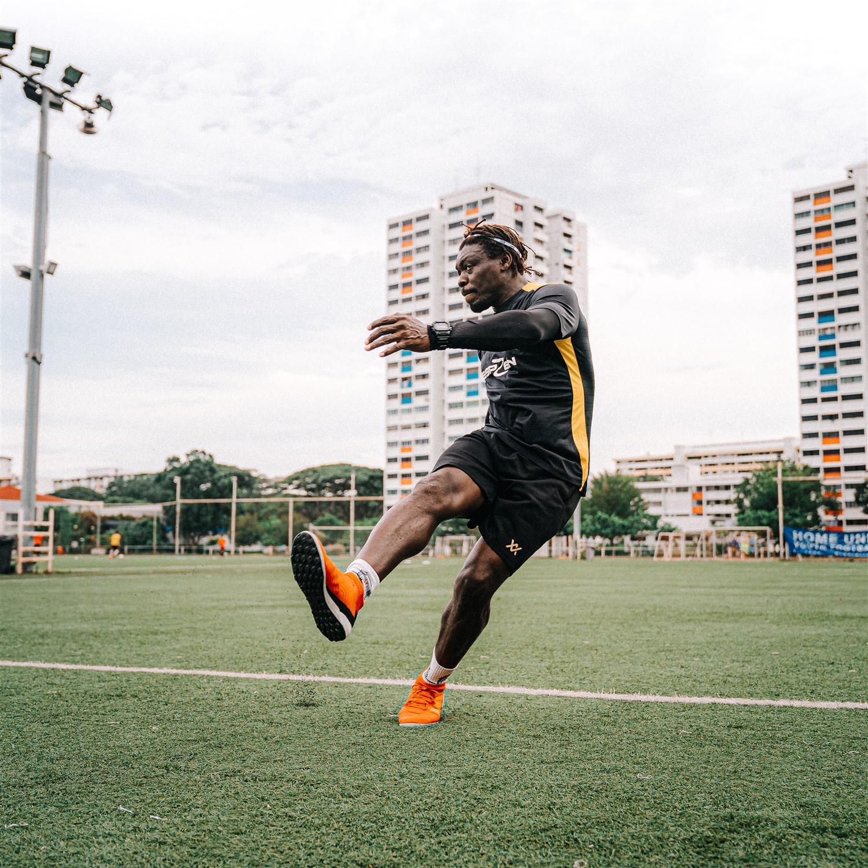 How to strike the ball - Dennis Ikogho ESPZen soccer school