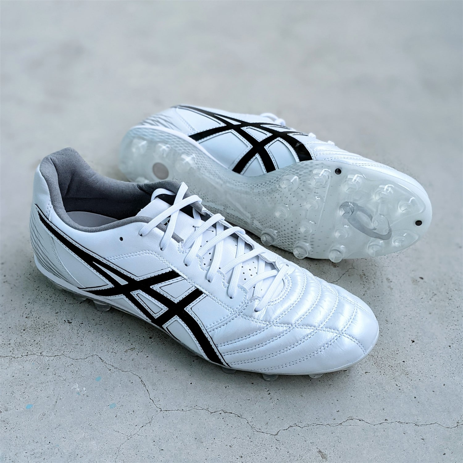 ASICS DS Light AG review football boots soccer cleats
